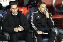 Gary Neville nói gì sau trận thảm bại trước Barcelona?