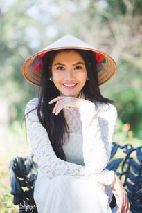 Cô gái Việt cao 1m79 ở Mỹ gợi cảm với áo dài trắng