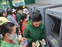 Công nhân 'chết đứng' khi rút tiền ATM lại bị nuốt tiền