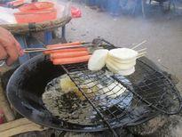 Du lịch Hà Giang ăn bánh lơ khoái ở chợ Sà Phìn