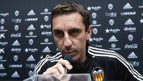 Valencia tính chuyện sa thải Neville, mời Benitez trở lại