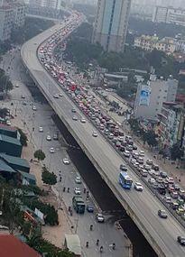 Cao tốc Pháp Vân - Cầu Giẽ ùn tắc nghiêm trọng do tai nạn