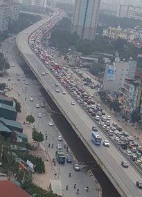 Tai nạn trên cao tốc Pháp Vân gây tắc dài sáng 28 Tết