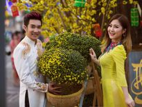 Hương Tràm, Quang Hà mặc áo nâu sánh đôi lên chùa