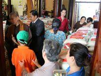 Những chuyến từ thiện cuối năm đầy ý nghĩa của sao Việt