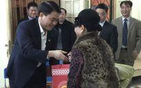 Chủ tịch UBND TP Nguyễn Đức Chung chúc Tết họa sĩ Nguyễn Tư Nghiêm