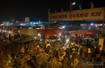 Chợ hoa Quảng An đông nghẹt người cuối năm