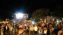 Khoảnh khắc tuyệt vời chứng kiến pháo hoa Giao thừa rực rỡ ở TP HCM, Lý Sơn