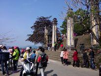 Người dân Huế nô nức đi chùa lễ Phật cầu may đầu năm