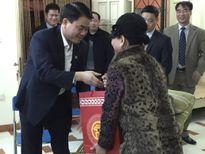 Chủ tịch UBND TP.Hà Nội Nguyễn Đức Chung thăm, chúc tết họa sĩ Nguyễn Tư Nghiêm