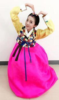 Sao Hàn xúng xính hanbok, sao Cbiz hóa Mỹ hầu vương gửi lời chúc đầu xuân Bính Thân
