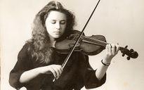 Phần mềm đọc sóng não giúp nữ nghệ sĩ violin chơi đàn sau 27 năm bị liệt