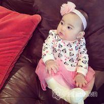 Con gái Kim Hiền mặc đẹp đón Tết đầu tiên cùng gia đình