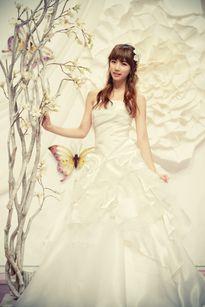 17 sao Hàn ngọt ngào với váy cưới trên tạp chí
