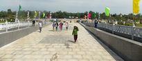 Hàng ngàn người thăm Tượng đài mẹ Nam Anh Hùng dịp tết