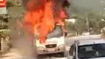Hà Giang: Xe khách cháy đùng đùng trong ngày mùng 2 Tết