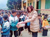 Mang Xuân sớm đến với học trò