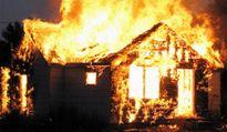 Đi chơi tết về, ngỡ ngàng thấy nhà mình cháy rụi