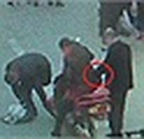 Cướp táo tợn đánh nữ nhân viên ở Sài Gòn
