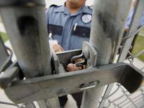 Mỹ: 46 quản giáo nhà tù bị bắt vì nhận hối lộ