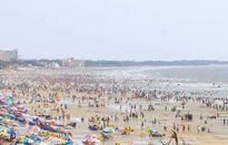 Choáng cảnh bãi biển Vũng Tàu ngập đầy rác ngày Tết