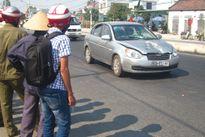 Băng ngang đường bị xe ô tô tông chết trước nhà