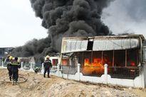 Cháy dữ dội ở Bình Dương, dân di chuyển khẩn cấp