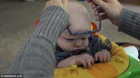 Xúc động khoảnh khắc bé trai mù lần đầu tiên thấy mẹ