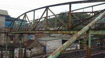 """Cẩm Phả, Quảng Ninh: Cây cầu vượt đường sắt như chiếc """"bẫy"""" nguy hiểm"""