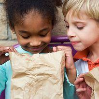 """9 loại dị vật """"núp"""" trong đồ ăn của con mà bạn chẳng hề biết"""