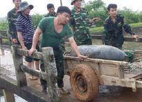 Vét hồ nuôi cá phát hiện quả bom nặng 340kg, dài hơn 1 mét