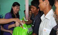 Mặt trận TP HCM trao quà hỗ trợ ngư dân Hà Tĩnh