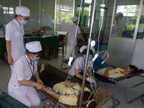 Hơn 60 công nhân nhập viện sau bữa ăn trưa
