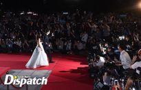 Song Joong Ki ngọt ngào sánh đôi với Song Hye Kyo trên thảm đỏ Baeksang 2016