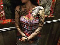 Cô gái xăm hình quanh ngực bị dân mạng ném đá vì phản cảm