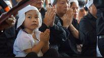 Tâm nguyện xúc động của nữ doanh nhân muốn nhận đỡ đầu con gái phi công Khải