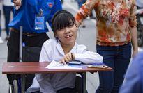 Cảm động thí sinh ngồi xe lăn đi thi với ước mơ làm cô giáo