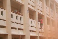 500 ĐVTN, học sinh thực hành kỹ năng thoát hiểm cháy nổ