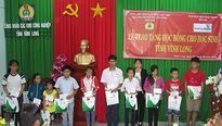LĐLĐ tỉnh Vĩnh Long: 1.323 suất bổng hỗ trợ học sinh vượt khó học giỏi