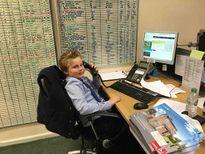 Cậu bé 9 tuổi được làm việc như nhân viên kinh doanh sau khi bỏ học
