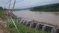 Xe quá tải hoành hành ở dự án bờ kè sông Hồng Lào Cai