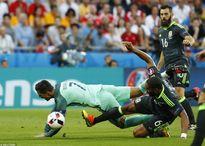 Ronaldo tỏa sáng, Bồ Đào Nha vào chung kết