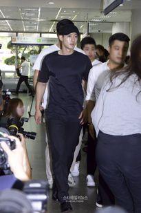 Fan ủng hộ Kim Hyun Joong khi hầu tòa