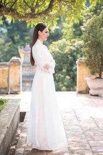 Hoa hậu Biển 2016 Thùy Trang mỏng manh với áo dài