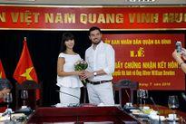 Hà Anh đi du lịch với chồng Tây sau khi đăng ký kết hôn