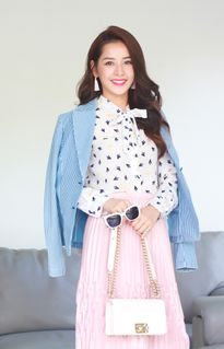 Chi Pu diễn chung sân khấu với HyunA, được đài radio Indonesia phỏng vấn