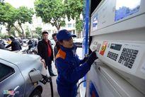 Giá xăng giảm gần 700 đồng/lít từ 15h chiều nay