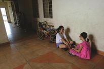 Trẻ bị xâm hại - Hiểm họa từ chung cư