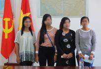 4 phụ nữ bị bán qua Campuchia được trao trả về Việt Nam