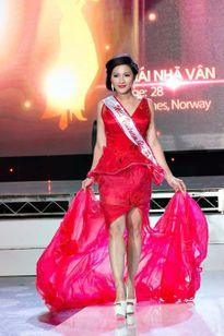 Người đẹp Thái Nhã Vân không đồng ý khi bị tuýt còi 'thi chui'